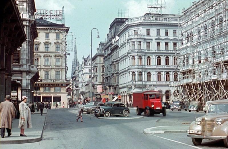 1939 Wien Karntner Strasse, Wiener Staatsoper Opera and Stephansdom01