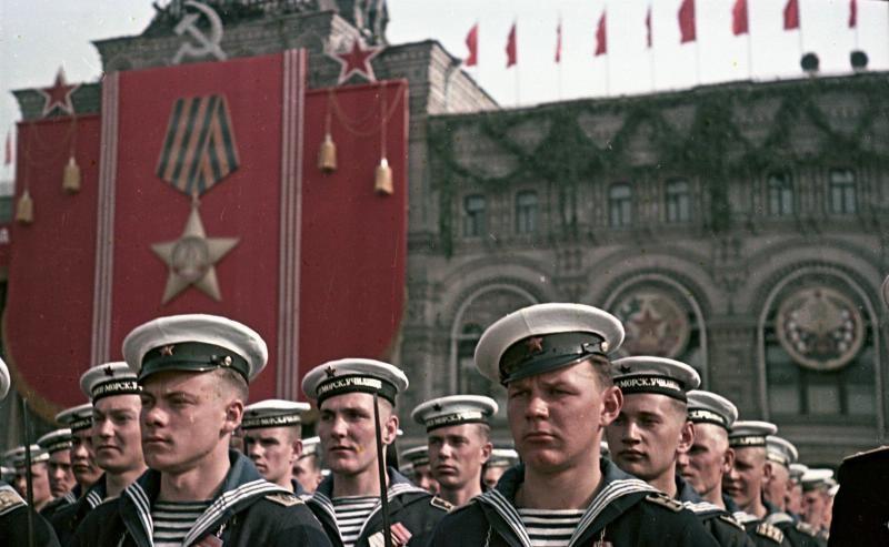 1949 Моряки - участники парада на Красной площади 9 мая. Сергей Васин