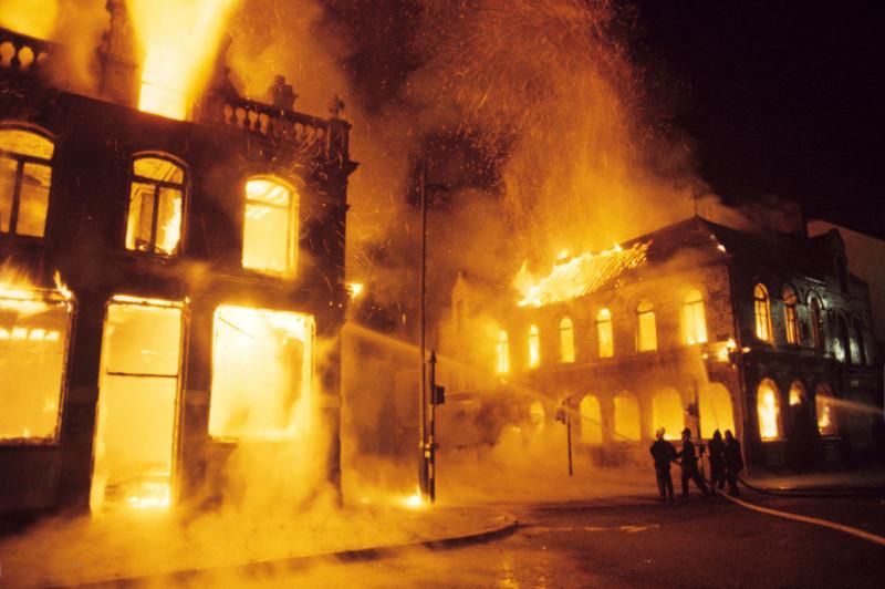 14 августа 1969 года. Северная Ирландия. Волнения перекинулись на Белфаст. Горит католический квартал.
