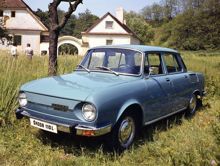 1969 Skoda 110 L выпускались чехословацким автомобильным заводом Skoda Auto в городе Млада Болеслав с 1969-го по 1976-й гг. Всего было собрано около 200 тысяч машин данной марки
