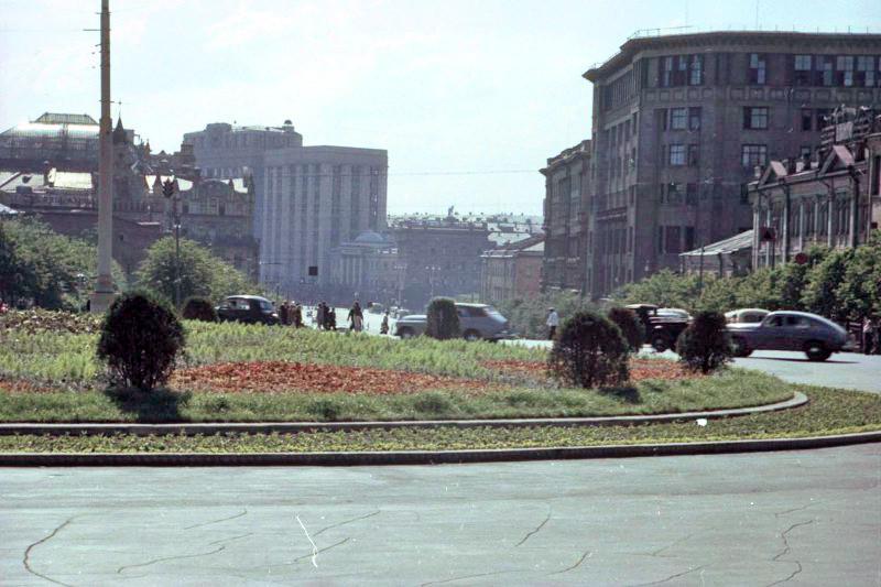 1952 Вид на Театральный проезд от площади Дзержинского. Петков И.2