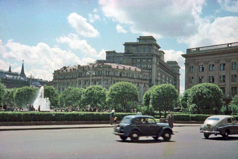 1952 Сквер у Большого театра. Петков И.2а
