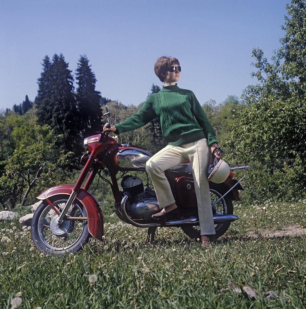1969 Спортивный костюм, сшитый в городе Алма-Ате на трикотажной фирме имени Дзержинского. Иосиф Будневич, РИА Новости