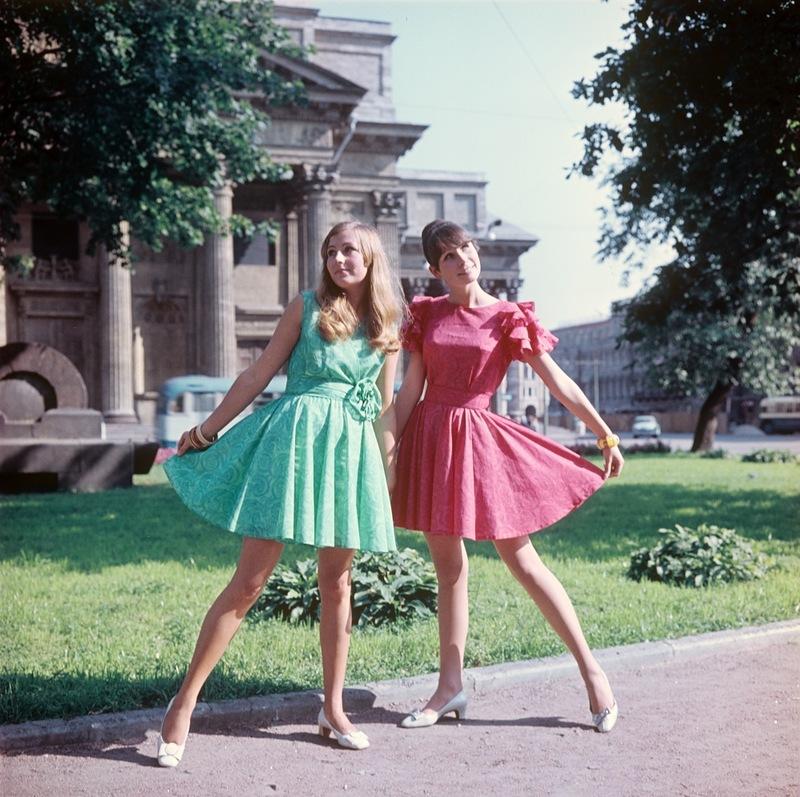 Демонстрация молодежного платья из маркизета.1969 г. Фотохроника ТАСС П.Федотов