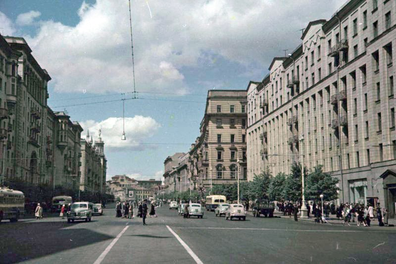 1952 Улица Горького (вид от Советской площади). Петков И.2