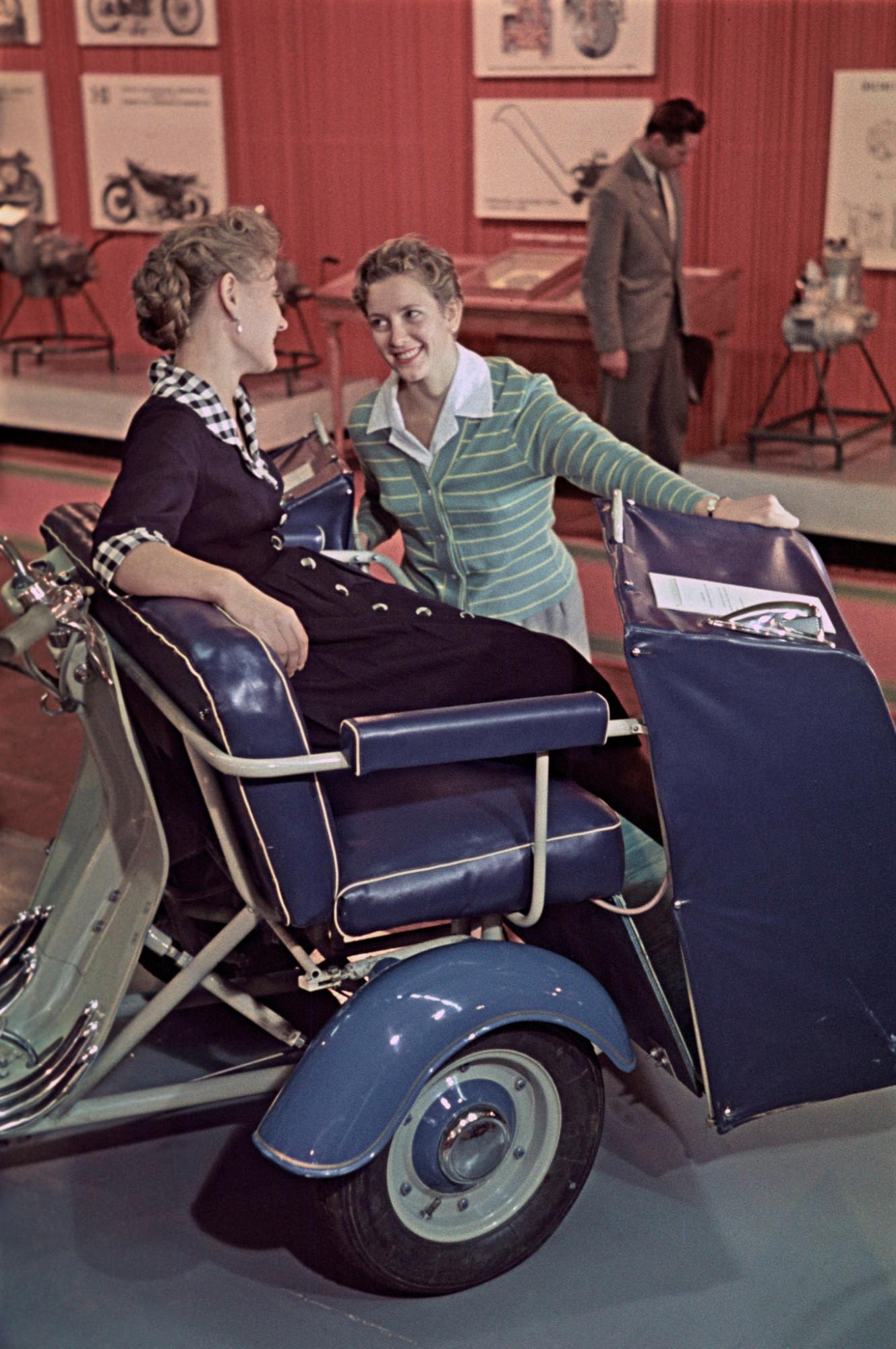 1959 На выставке Мотоциклы и мопеды Николай Бобров