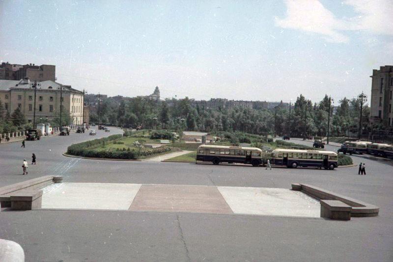 1952 Сквер у театра Советской Армии. Петков И.2