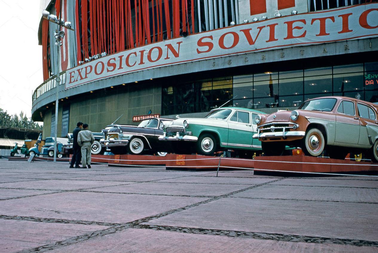 Советская выставка была открыта 21 ноября 1959 Первым заместителем Председателя Совета Министров СССР А. И. Микояном, и действовала до 15 декабря 1959 года