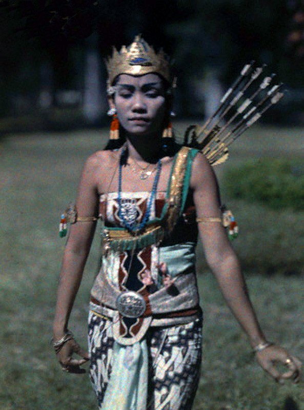 1929 Java A wayang princess portrays emotions with the positions of her arms by Robert Moore