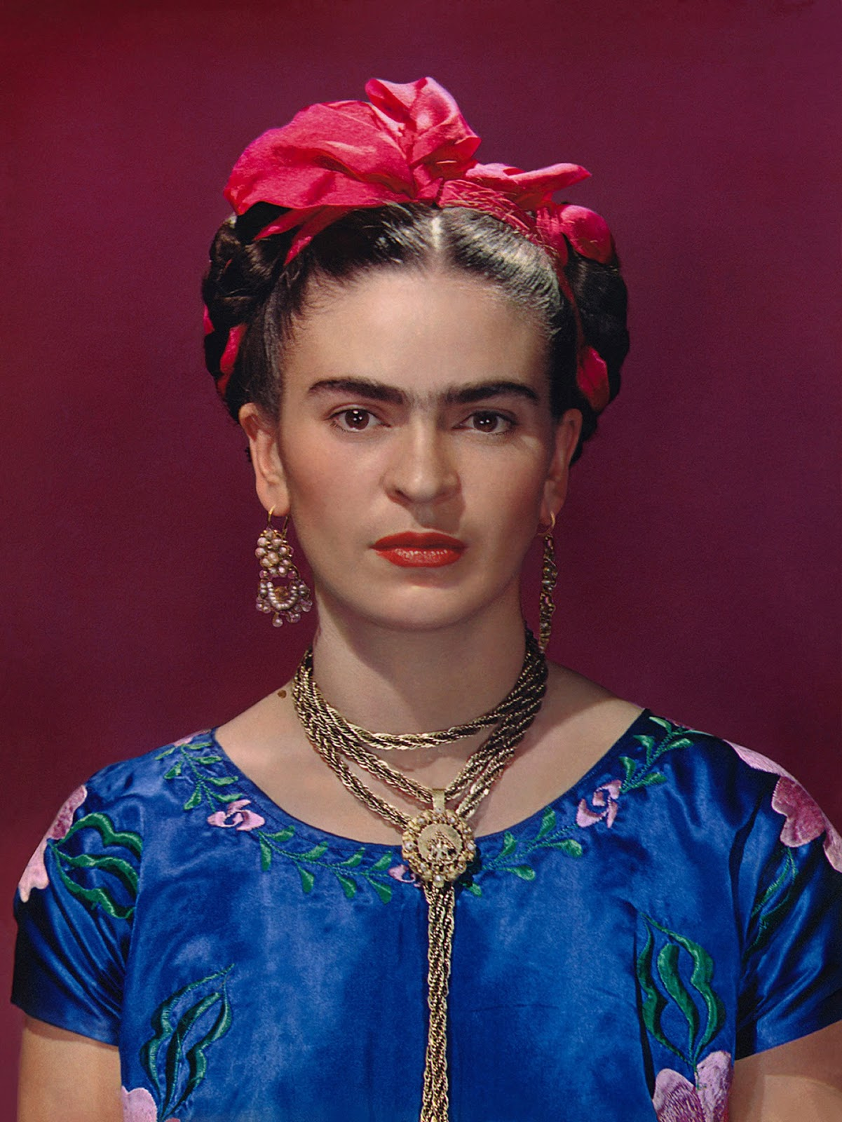 1939 Nickolas Muray. Frida with Blue Satin Blouse2