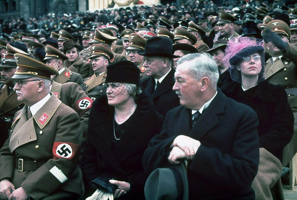 1939 Почетные гости на митинге и военном параде в честь 50-летия Адольфа Гитлера Берлин 20 апреля 1939