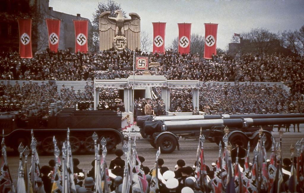 1939 Тяжелая артиллерия перед трибуной с Гитлером