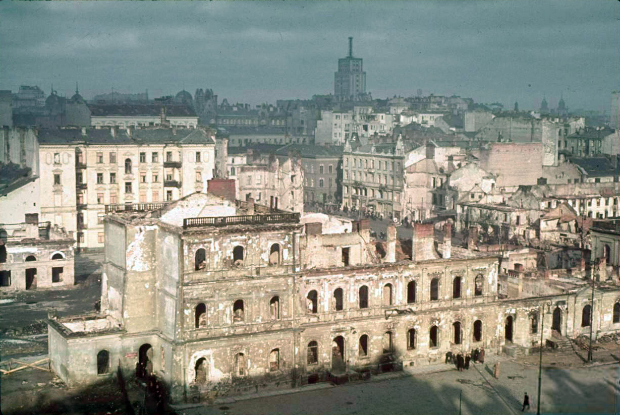 При штурме 1939 г. было разрушено около 10% зданий в Варшаве