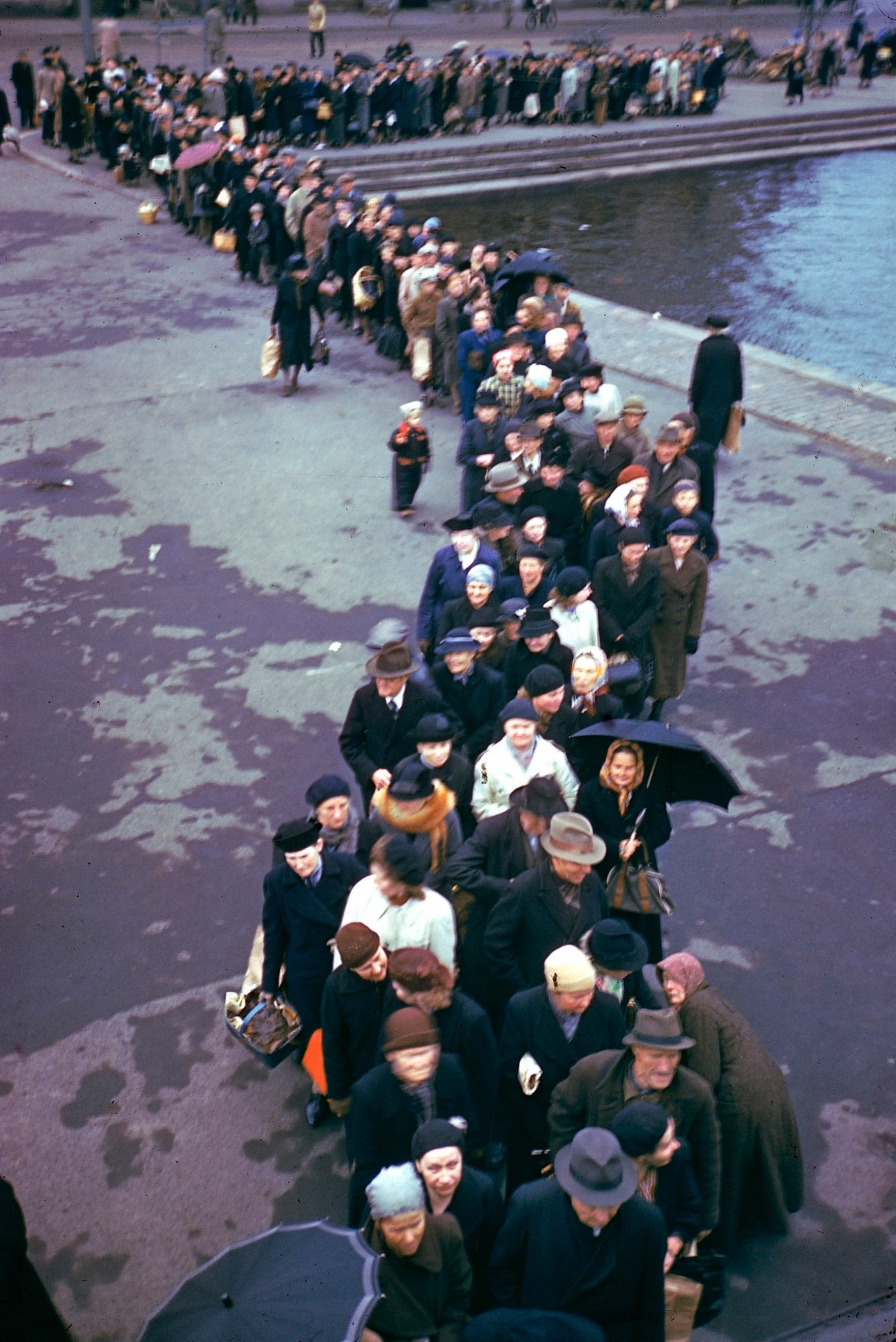 1944 A line for food in Helsinki (October) by Eliot Elisofon
