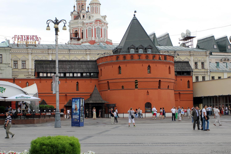 Круглая башня Китайгородской стены, фото 2013 года