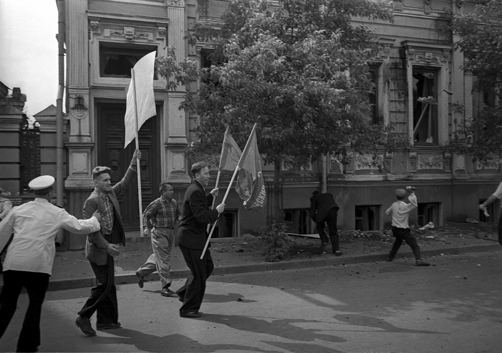 1958 Разгром посольства ФРГ на Большой Грузинской в отместку за разгром Советского посольства немецкими и венгерскими студентами в ФРГ. Борис Косарев