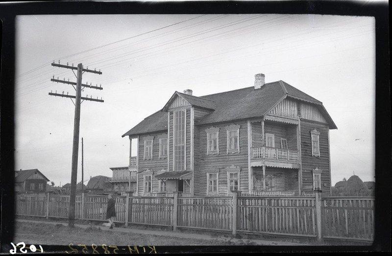 Повенец. Жилой дом по ул. Копейкина, вступивший в эксплуатацию в 1948 г. Блейхман Е.А., август 1949 г.