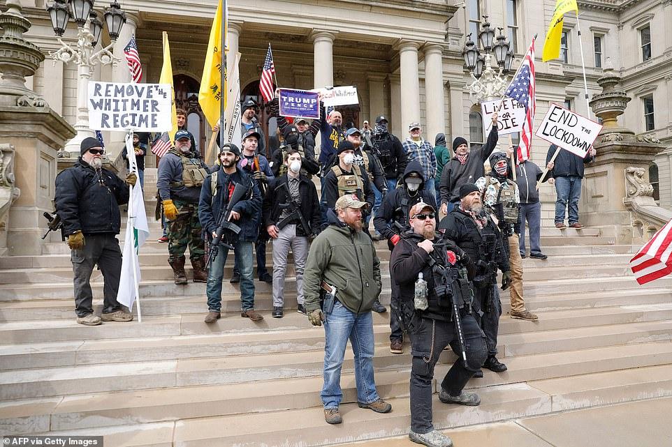 Вооруженные протрамповские ополченцы в Мичигане