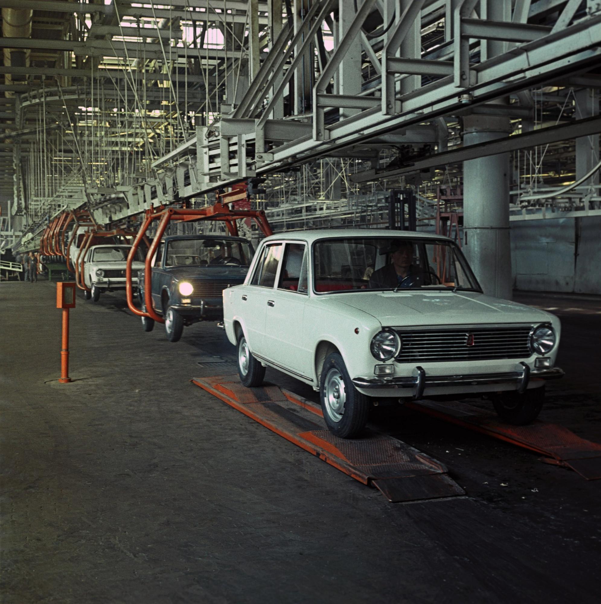 19 апреля 1970 года с главного конвейера завода сошли первые шесть автомобилей ВАЗ-2101