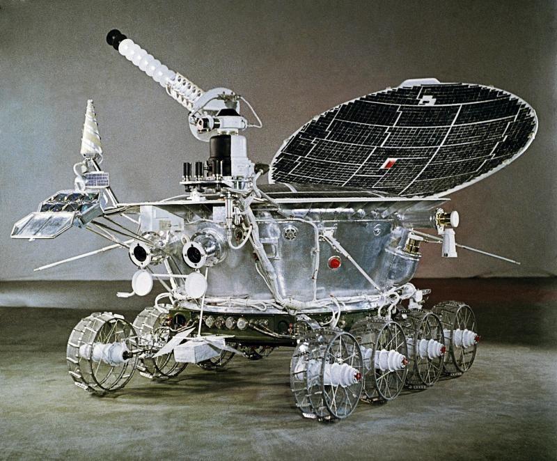 17 ноября 1970 года, на Луне начал работать первый в мире самоходный аппарат — «Луноход-1»
