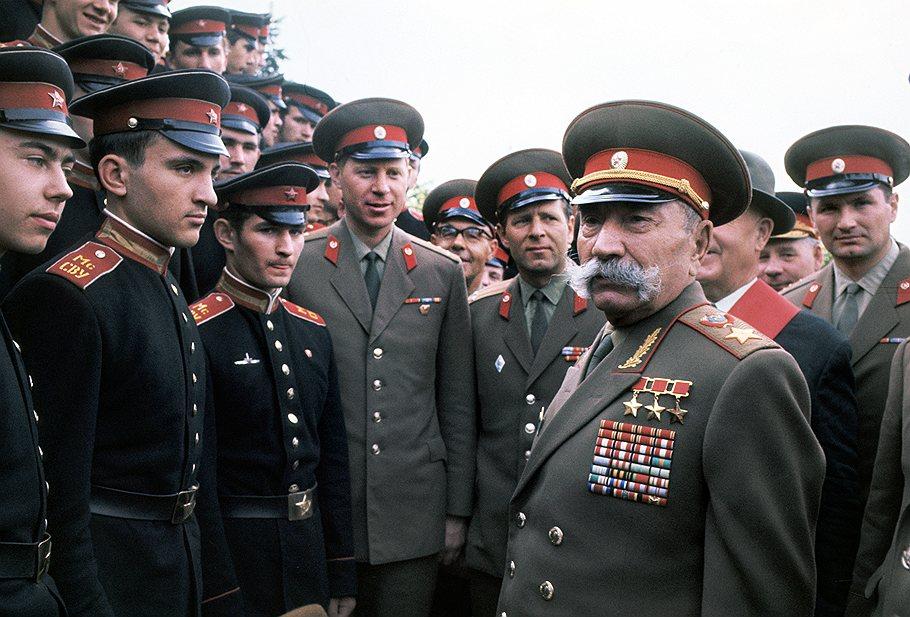 1970 Суворовцы и Буденный, фотограф Вячеслав Ун-Да-син, ТАСС