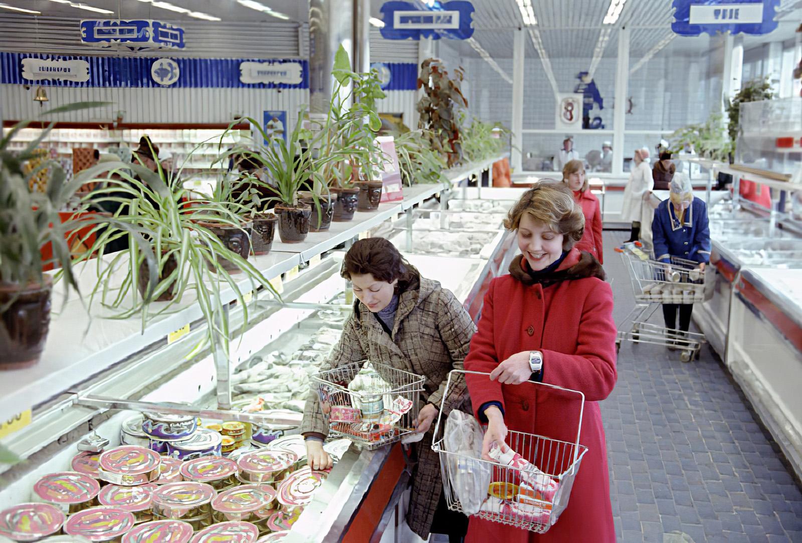 1980 Интерьер магазина Океан на проспекте Мира РИА Новости_cmpk