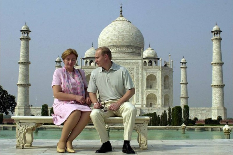 Президент России Владимир Путин со своей женой Людмилой во время своего визита в Индию, октябрь 2000 года, Агра
