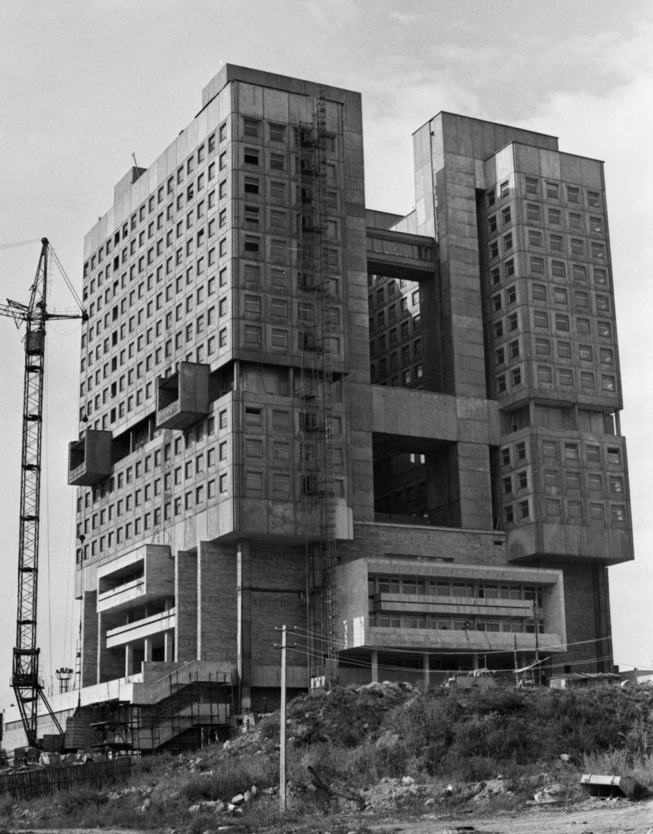 Калининград. Вид на строящиеся здание Дворца Советов. 1 ноября 1990 г. Маначин Валерий, фотохроника ТАСС