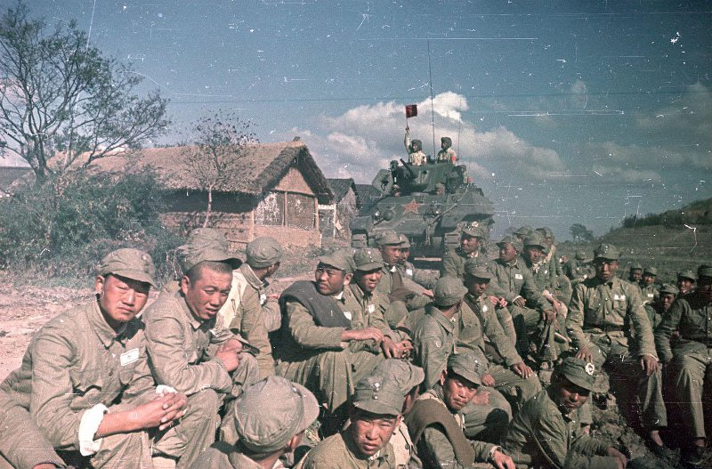 1949 Колонна танков Народно-освободительной армии (НОА) Китая и пленные гоминьдановцы