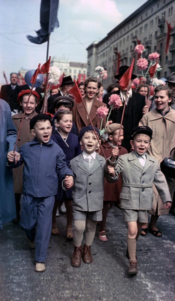 1960 Первомайская демонстрация на улицах Москвы. Н. Максимов, РИА Новости