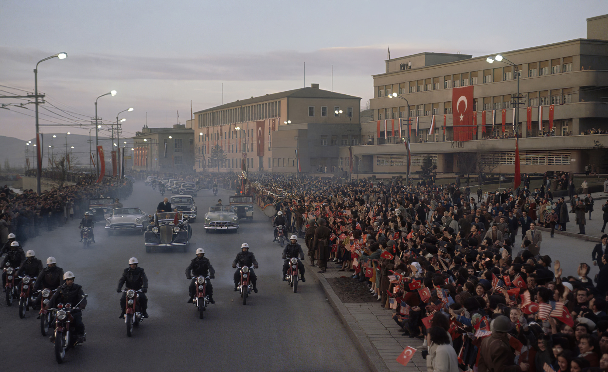 1960 Ankara. A crowd of spectators turns up to watch Eisenhower's motorcade. Grosvenor_cmpk