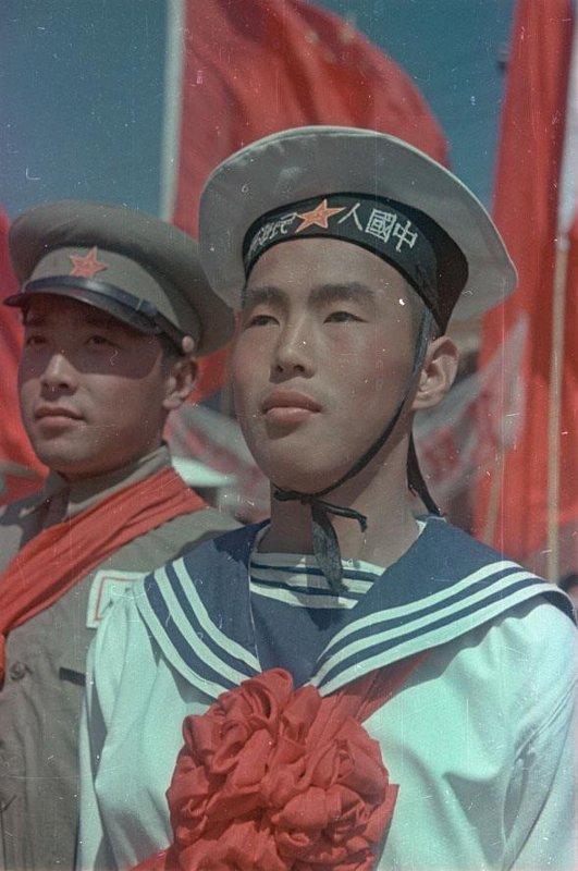 1949 Матрос и пехотинец на параде 1 октября 1949 г.