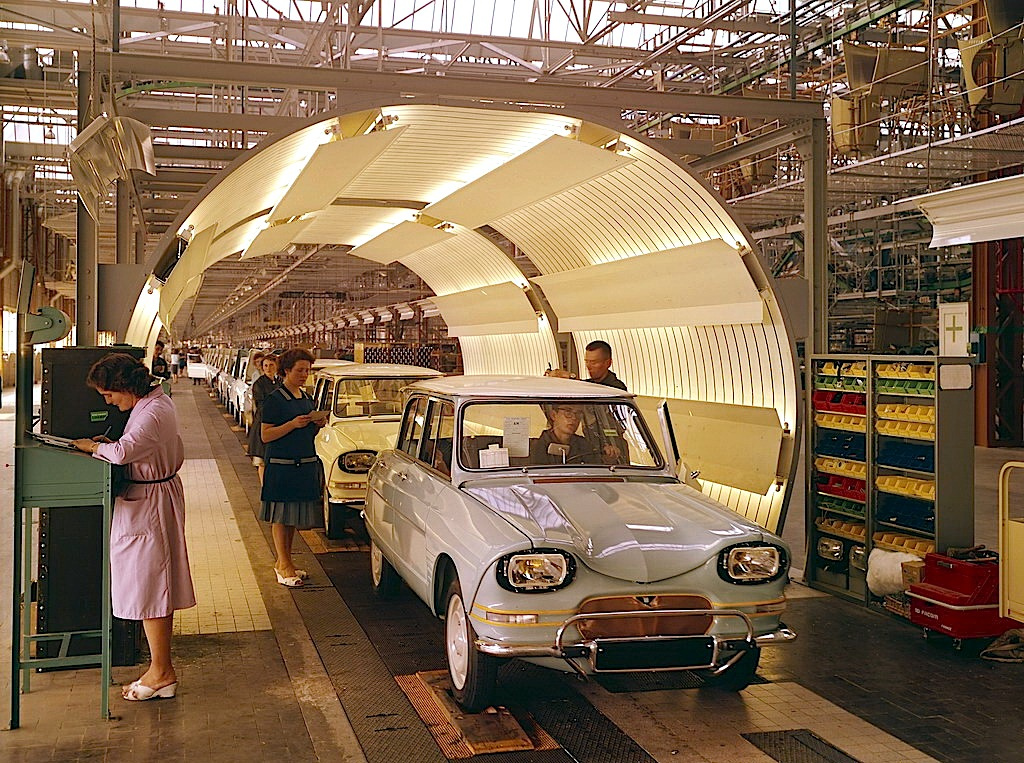 Citroen Ami 6 was introduced at the Paris Salon in October 1960. It was launched in April 1961а