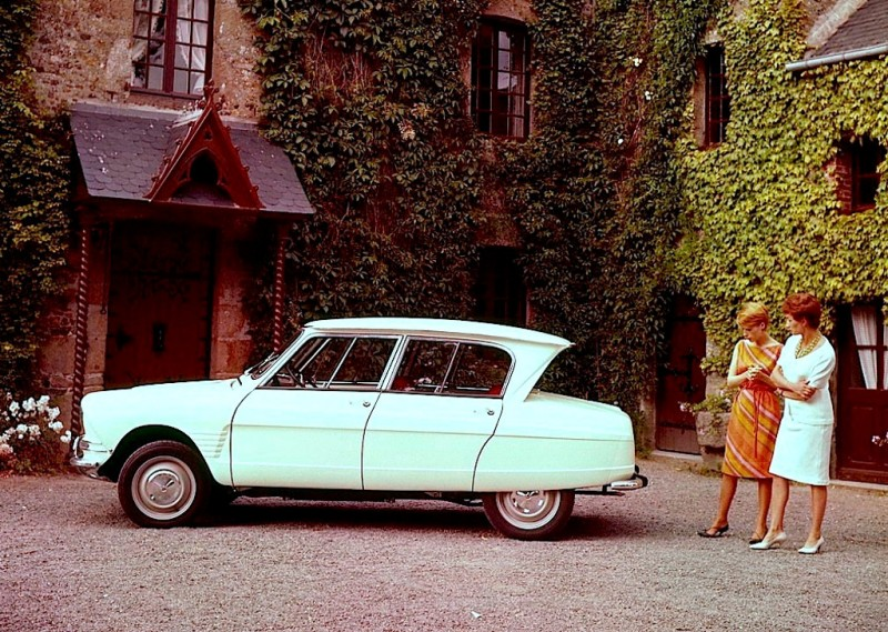 Citroen Ami 6 was introduced at the Paris Salon in October 1960. It was launched in April 1961