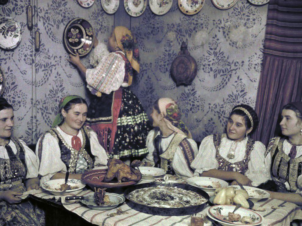 1930 Венгерское застолье by Rudolf Balogh