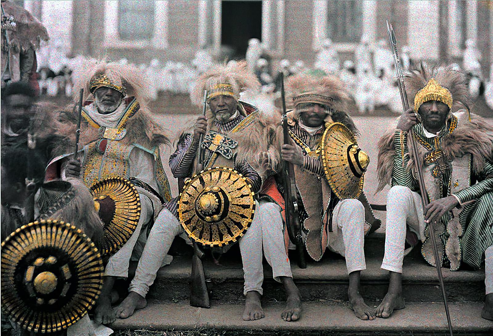 1930 Эфиопские ветераны в традиционных нарядах фотограф Robert Moore2