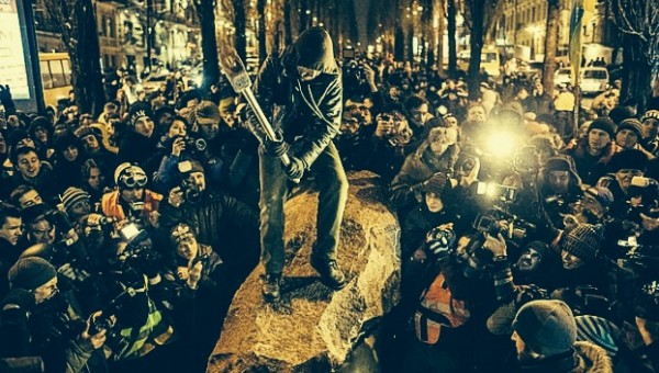 В Киеве ночью националисты снесли памятник Ленину