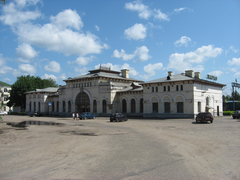 70. Станция Шарья. Пассажирское здание. Вид со стороны подъезда.
