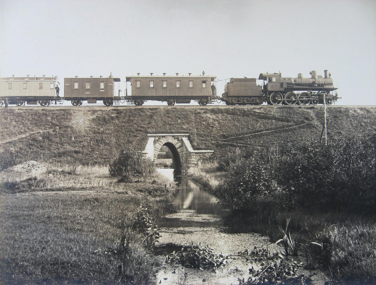 МКЖД Пассажирский поезд на мосту через реку Гжель. Вблизи станции Гжель. Фото 1912 год.