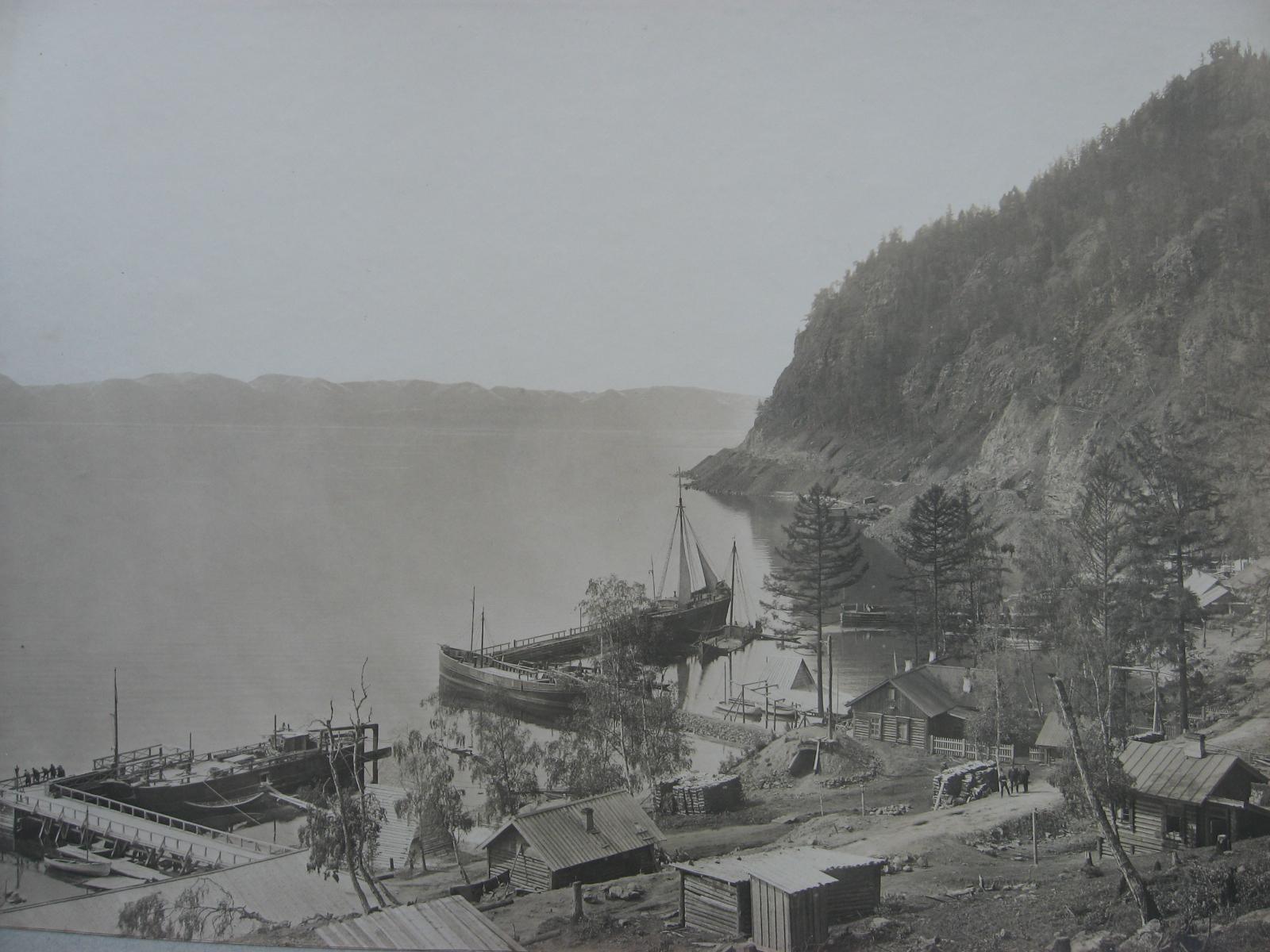 47. Бухта Байкал. Строительство западного участка Байкал-Слюдянка только началось. 1902 год.