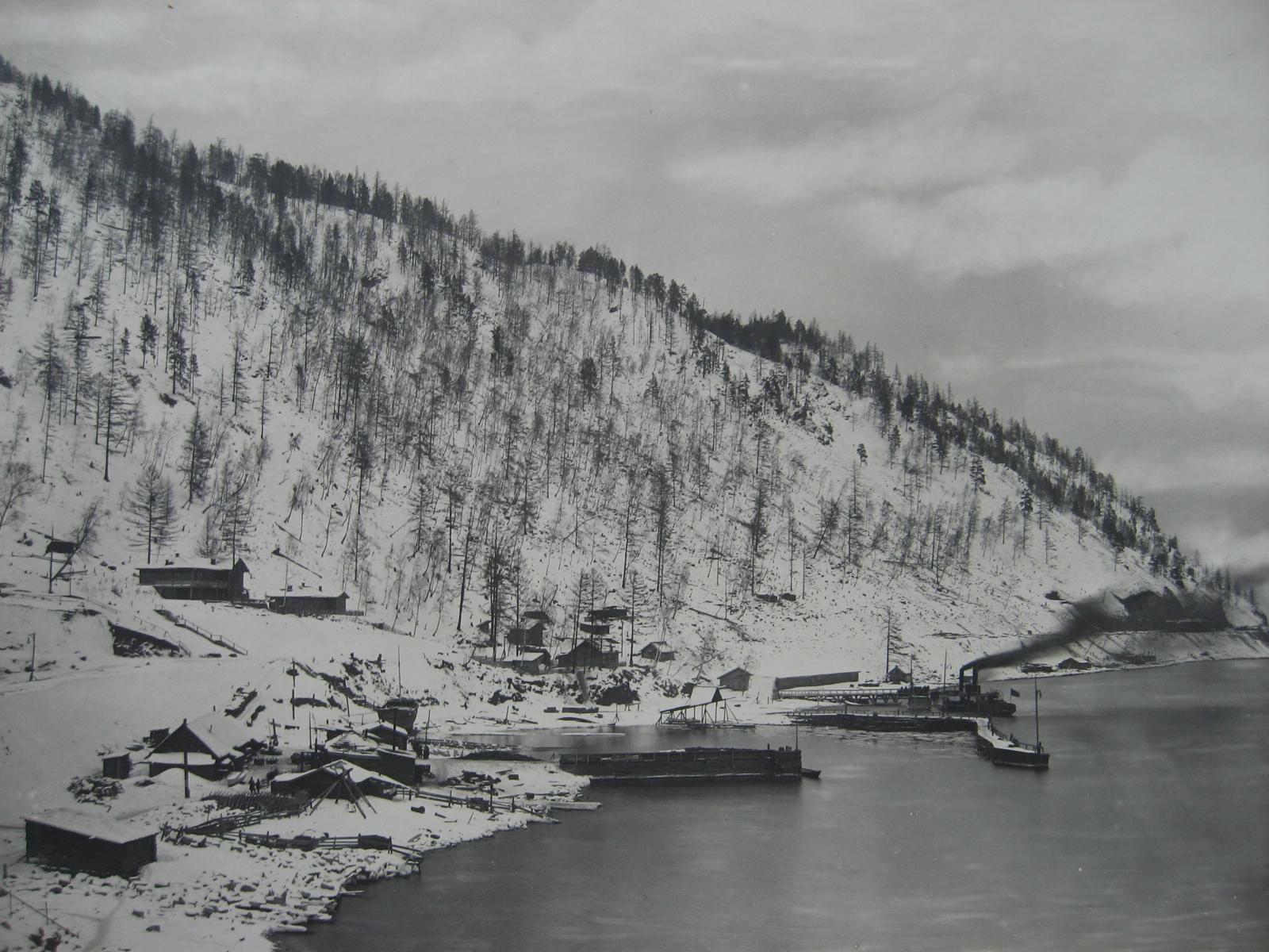 61. Поселок строителей и временная зимняя стоянка судов. Фото 1901 года.