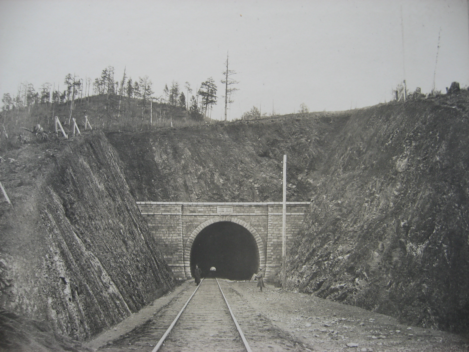 60. Все тоннели на Кругобайкальской дороге были построены под два пути, так данный участок Транссиба являлся магистральным.