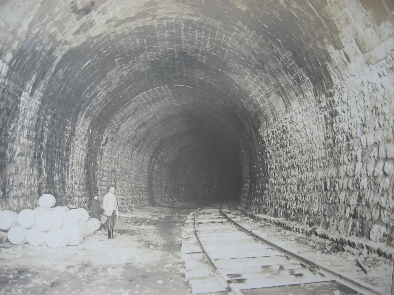 55. Внутренняя обделка тоннеля каменного кладкой. Фото 1904 года.