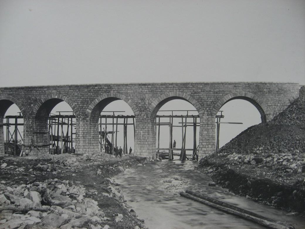 69. Окончание строительства моста через р.Ангасолк, 73 верста. Фото 1903 года.