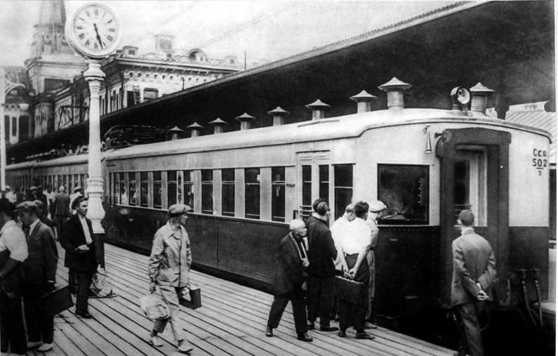 2. Северный (Ярославский) вокзал. Электросекция у пригородной платформы. 1932 год.