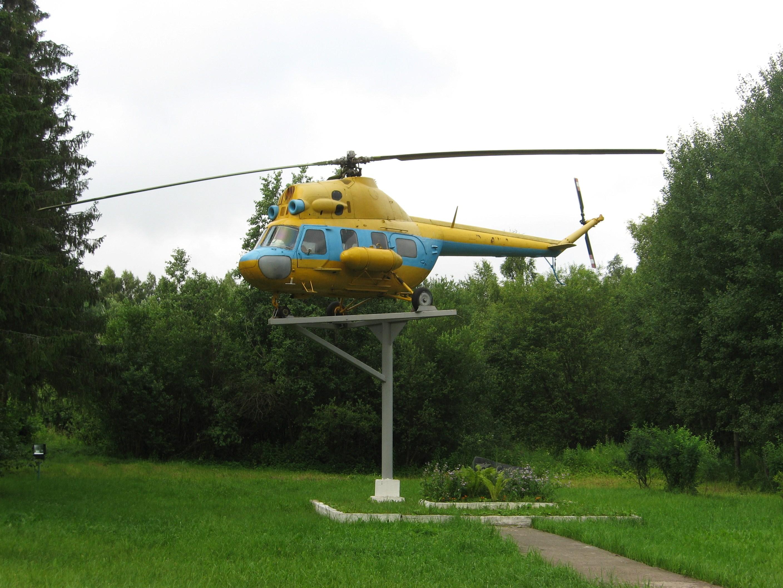 10. Вертолет-памятник Ми-2