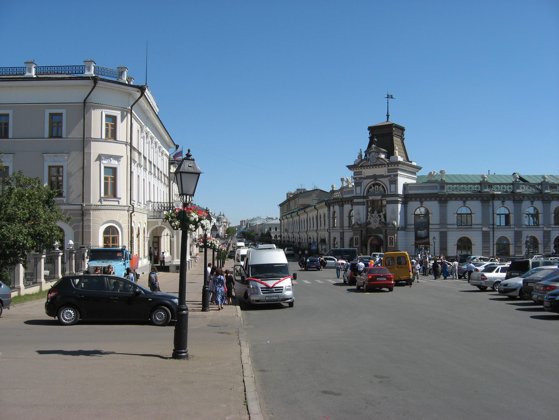 28. Улица Кремлевская. Вид от Кремля.