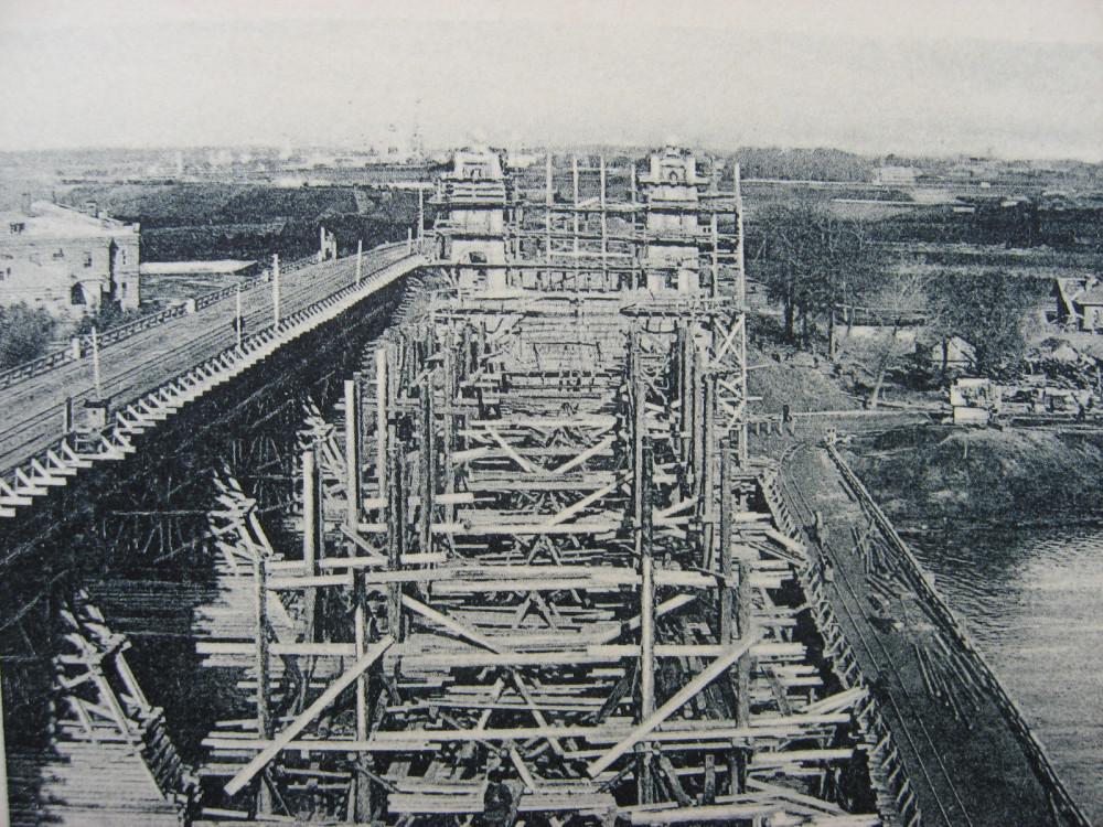 10. Вид работ по возведению моста.