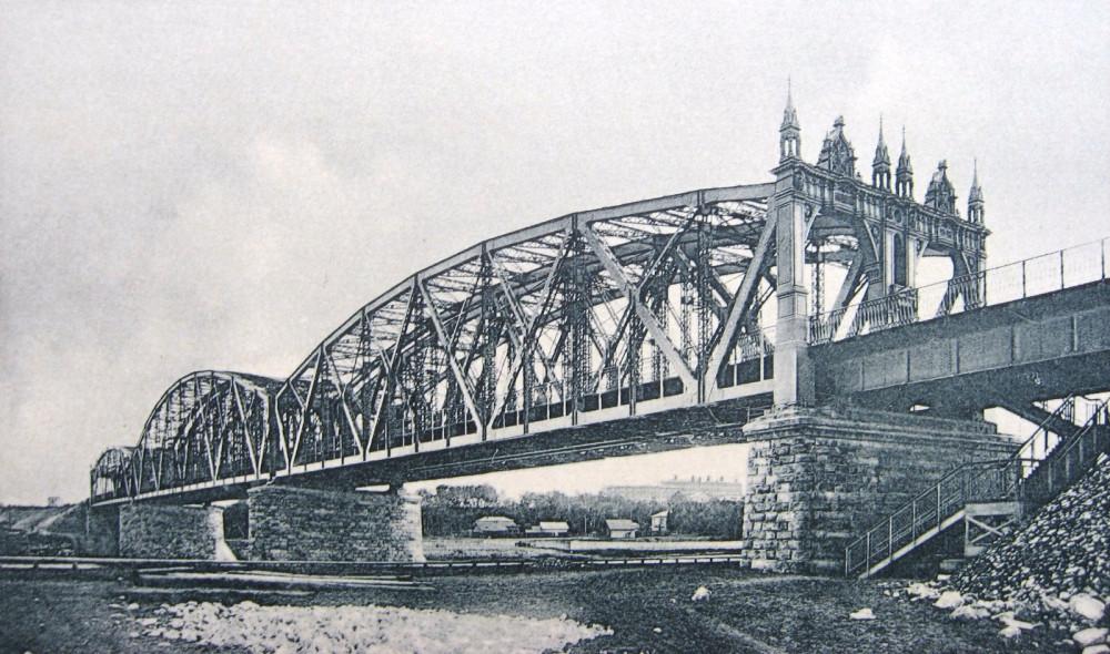 11. Общий вид Алексеевского моста.