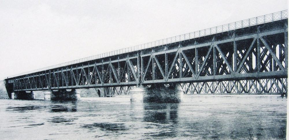 14. Общий вид Дорогомиловского моста во время весеннего половодья 1908 года.